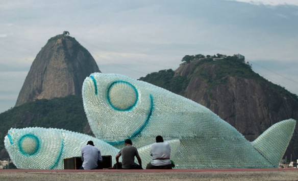 giant-fish-made-from-plastic-bottles-rio20-botafogo-beach-1